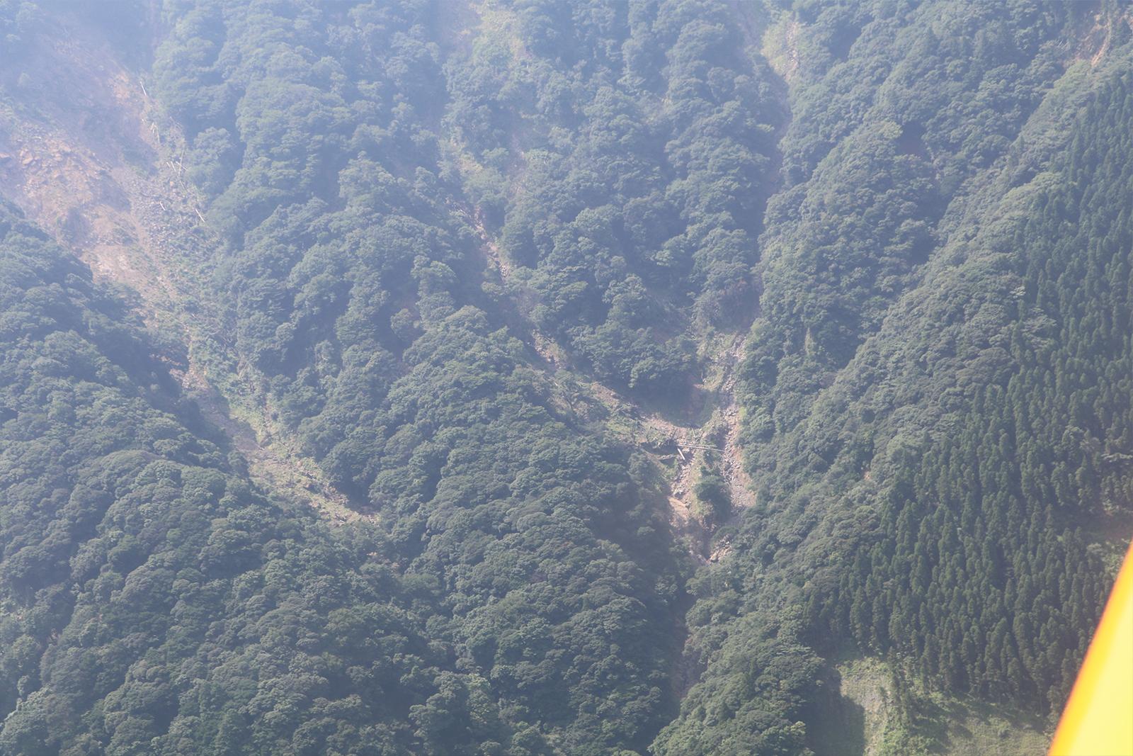 本地震の影響で、山肌が崩落