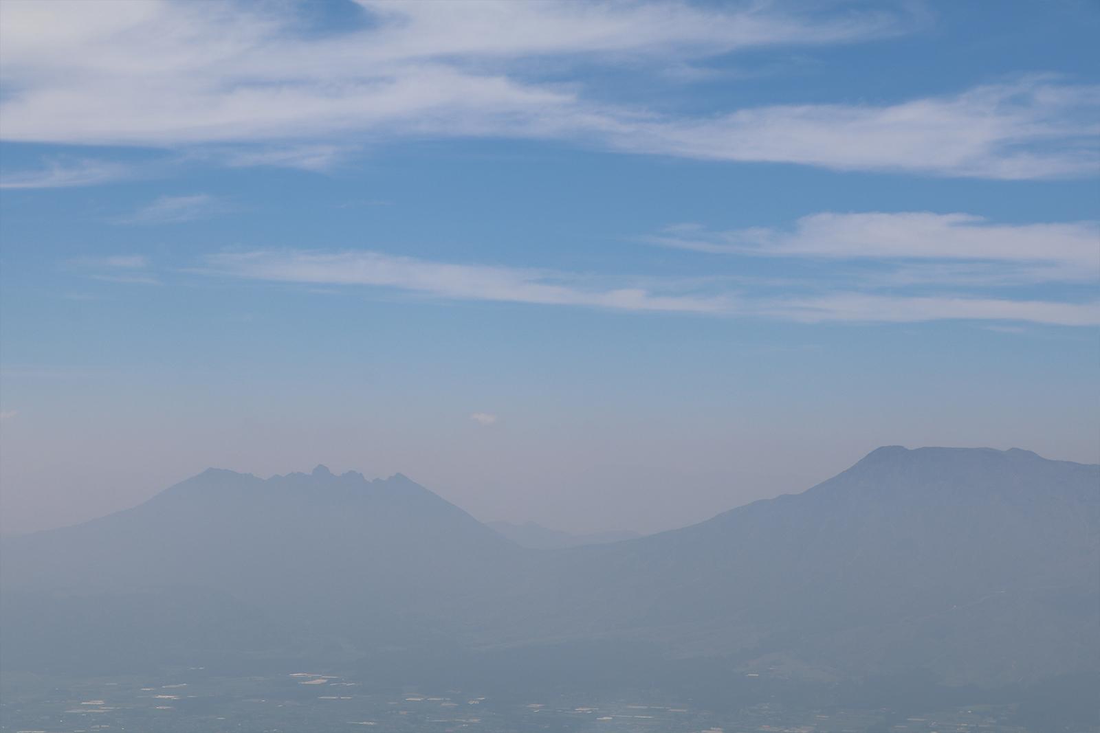 大観峰上空から、「阿蘇の涅槃像